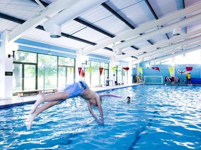 Heinemann internationale Schulberatung – Swimming Pool der Bede´s Summer School