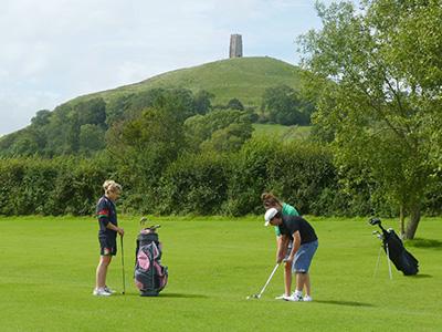 Heinemann internationale Schulberatung – Sport- Freizeitangebot an Internaten in England, Golfspielen in Somerset