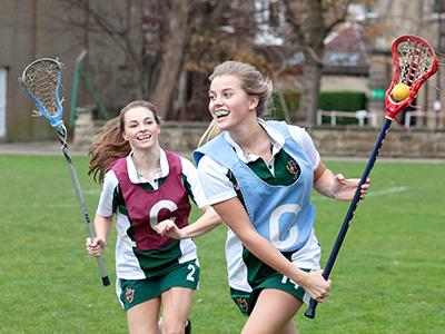 Heinemann internationale Schulberatung – Cricket spielen am Harrogate Ladies College