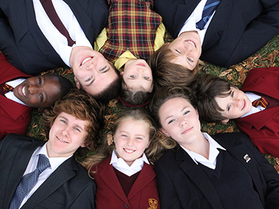 Heinemann internationale Schulberatung – Schülergruppe Felsted School
