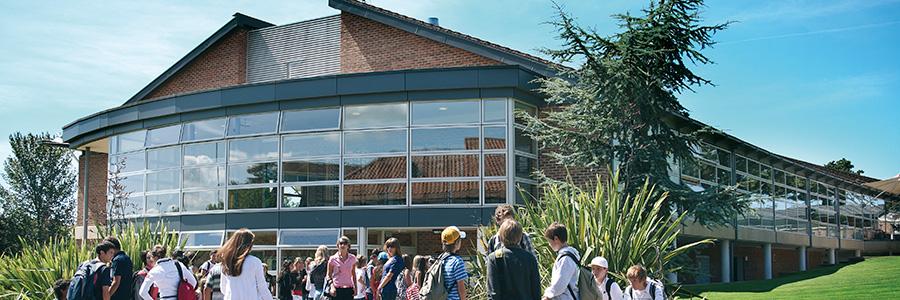 Heinemann internationale Schulberatung – Schulgebäude Millfield English Language Holiday Courses