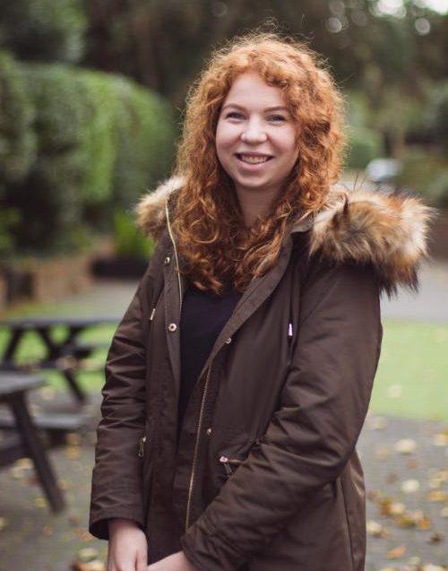 Heinemann internationale Schulberatung Internat England glückliche Schülerin