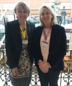 Petra Kirschke und Rozanne Rowse trafen sich beim British Boarding School Workshop